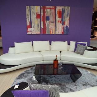 Idee per un grande soggiorno design stile loft con pareti viola e sala formale