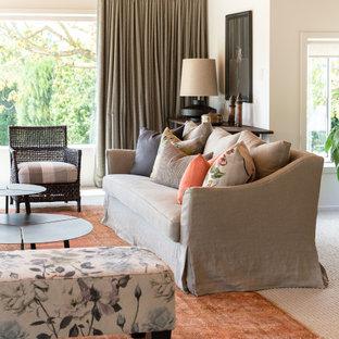 Modelo de salón para visitas cerrado y machihembrado, tradicional renovado, grande, sin televisor, con paredes blancas, moqueta, estufa de leña, marco de chimenea de baldosas y/o azulejos y suelo naranja