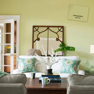 Immagine di un soggiorno design di medie dimensioni e chiuso con sala formale, pareti verdi e nessuna TV