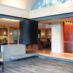 Idéer för stora funkis allrum med öppen planlösning, med ett finrum, beige väggar och skiffergolv
