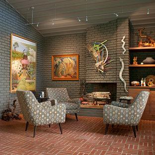 Esempio di un soggiorno moderno di medie dimensioni e chiuso con sala formale, pareti grigie, pavimento in mattoni, camino classico, cornice del camino in mattoni, nessuna TV e pavimento rosso