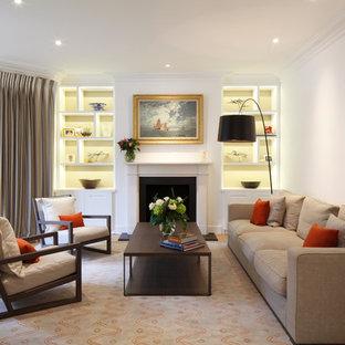 Foto de salón cerrado, clásico renovado, con paredes blancas y chimenea tradicional
