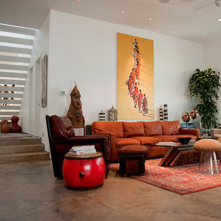 ダラスのエクレクティックスタイルのおしゃれなリビング (コンクリートの床) の写真