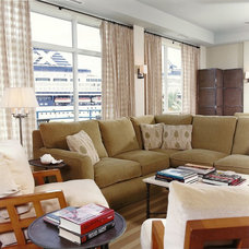Beach Style Living Room by Harpole Archtects PC