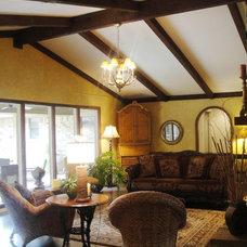 Traditional Living Room kgrahi