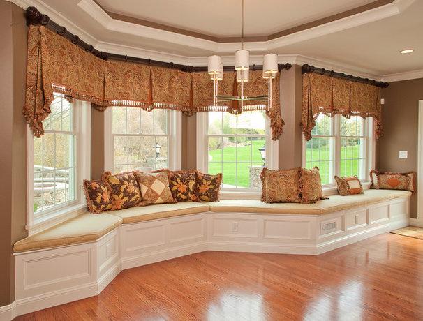 Traditional Living Room by KH Window Fashions, Inc.