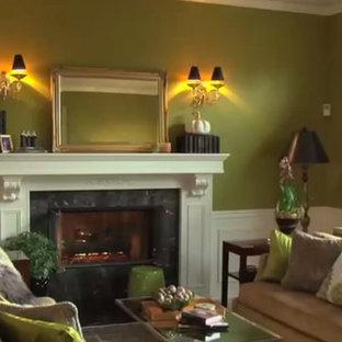 シアトルの小さいトラディショナルスタイルのおしゃれな独立型リビング (緑の壁、フォーマル、標準型暖炉、石材の暖炉まわり、テレビなし) の写真