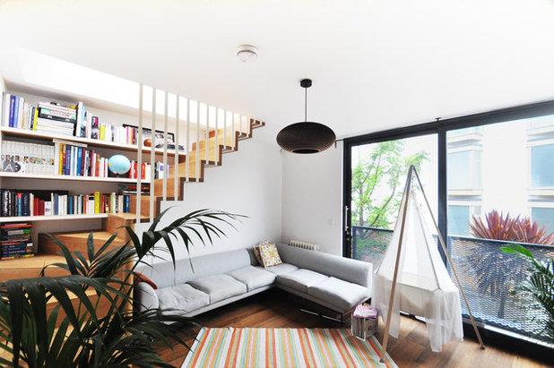 Современный Гостиная by E2 Architecture + Interiors Ltd