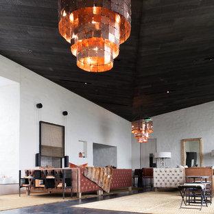 Ispirazione per un grande soggiorno rustico aperto con pareti bianche e pavimento in marmo