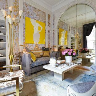 Réalisation d'un salon design avec une salle de réception et un mur multicolore.