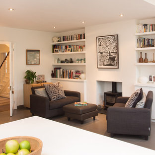 Ejemplo de salón abierto, actual, pequeño, con estufa de leña