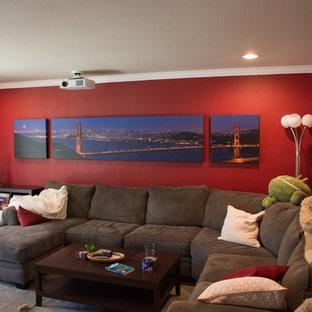 Ejemplo de salón cerrado, contemporáneo, pequeño, con paredes rojas, suelo de madera en tonos medios y televisor colgado en la pared