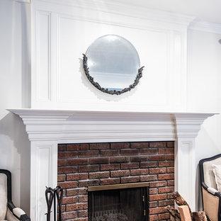 アトランタの中くらいのラスティックスタイルのおしゃれなLDK (フォーマル、白い壁、淡色無垢フローリング、標準型暖炉、レンガの暖炉まわり、テレビなし) の写真