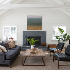 Farmhouse Living Room by Rafe Churchill: Traditional Houses