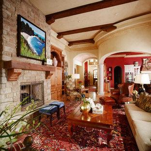 Ejemplo de salón abierto, clásico, grande, sin televisor, con paredes beige y suelo de madera clara