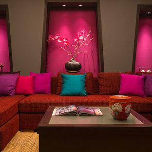 Foto på ett orientaliskt vardagsrum, med ett finrum och rosa väggar