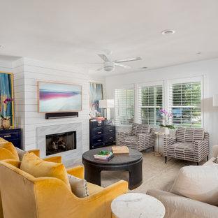 チャールストンの広いトランジショナルスタイルのおしゃれなLDK (フォーマル、白い壁、淡色無垢フローリング、標準型暖炉、タイルの暖炉まわり、テレビなし、ベージュの床、塗装板張りの壁) の写真