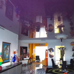 Esempio di un soggiorno moderno con pareti viola, pavimento in gres porcellanato e nessun camino