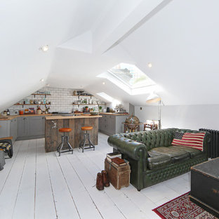 Small scandinavian open concept living room in London with light hardwood floors and white floor.