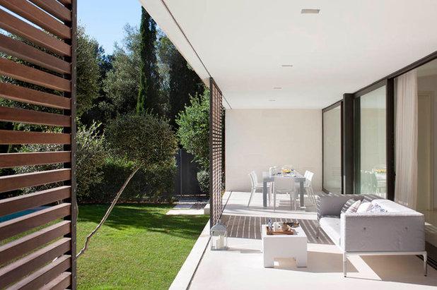 Contemporáneo Salón by Miquel Lacomba architecture