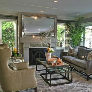 Immagine di un soggiorno chic di medie dimensioni e aperto con sala formale, pareti grigie, pavimento in vinile, camino classico, nessuna TV e pavimento grigio