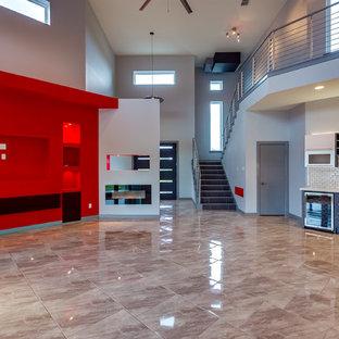 Foto di un soggiorno minimalista di medie dimensioni e aperto con pareti grigie, pavimento in marmo, camino lineare Ribbon, cornice del camino piastrellata e parete attrezzata