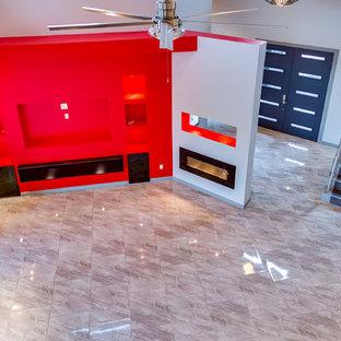 オースティンの中サイズのモダンスタイルのおしゃれなLDK (グレーの壁、大理石の床、横長型暖炉、タイルの暖炉まわり、テレビなし) の写真