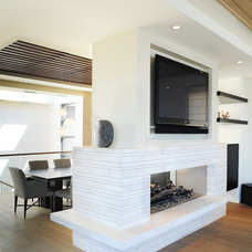 Beach Style Living Room by O plus L