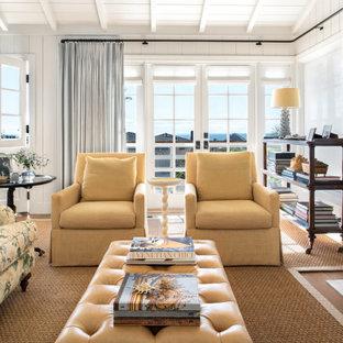 Exemple d'un salon bord de mer avec un mur blanc, un sol en bois brun, une cheminée standard, un sol marron, un plafond en poutres apparentes, un plafond en lambris de bois, un plafond voûté et du lambris de bois.