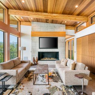 シアトルの大きいコンテンポラリースタイルのおしゃれなLDK (白い壁、コンクリートの床、横長型暖炉、コンクリートの暖炉まわり、壁掛け型テレビ、グレーの床) の写真