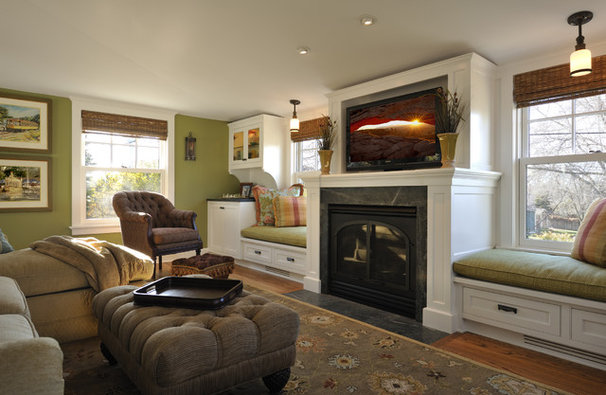 Traditional Living Room by Lake Country Builders