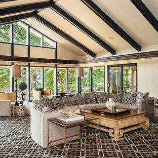 他の地域の大きいトランジショナルスタイルのおしゃれなLDK (ベージュの壁、カーペット敷き、フォーマル、暖炉なし、マルチカラーの床) の写真