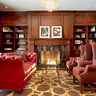 Idee per un grande soggiorno chic chiuso con sala formale, pareti marroni, parquet scuro, camino classico, cornice del camino in legno e nessuna TV