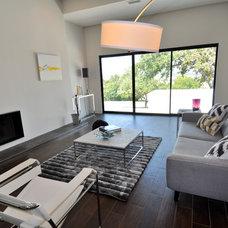 Contemporary Living Room by ísARK Studio