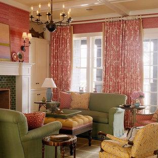 Esempio di un soggiorno tradizionale con pareti rosse