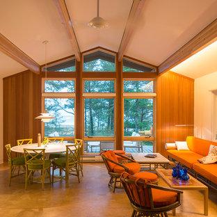 Immagine di un soggiorno rustico di medie dimensioni e aperto con pareti bianche, pavimento in sughero, stufa a legna e cornice del camino piastrellata