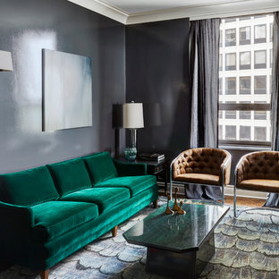 シカゴのトラディショナルスタイルのおしゃれな独立型リビング (フォーマル、黒い壁、無垢フローリング、茶色い床) の写真