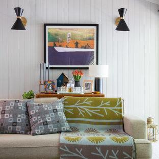 Mittelgroßes, Abgetrenntes Skandinavisches Wohnzimmer mit weißer Wandfarbe und Teppichboden in London