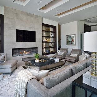 Idéer för ett stort modernt allrum med öppen planlösning, med ett finrum, vita väggar, en bred öppen spis, en spiselkrans i trä, en väggmonterad TV, grått golv och klinkergolv i keramik