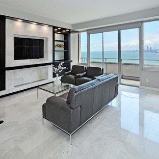 Foto di un soggiorno moderno di medie dimensioni e aperto con pareti grigie, pavimento in marmo, nessun camino, parete attrezzata e pavimento bianco