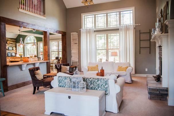 Traditional Living Room by Gala Venus