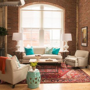 Пример оригинального дизайна интерьера: парадная гостиная комната среднего размера в стиле лофт с светлым паркетным полом