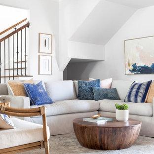 Idee per un soggiorno costiero di medie dimensioni e aperto con pareti bianche