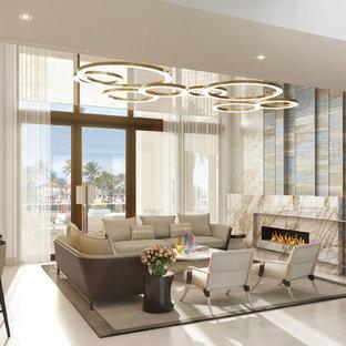 Idee per un ampio soggiorno design aperto con pavimento in gres porcellanato, camino lineare Ribbon, cornice del camino in pietra e pavimento beige
