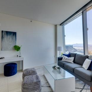 Foto di un piccolo soggiorno moderno aperto con sala formale, pareti bianche, pavimento in marmo, nessun camino, nessuna TV e pavimento bianco