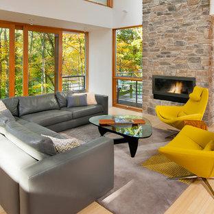 Immagine di un soggiorno contemporaneo aperto con sala formale, pareti bianche, parquet chiaro, camino lineare Ribbon, cornice del camino in pietra e nessuna TV