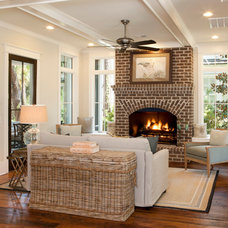 Beach Style Living Room by Visbeen Architects