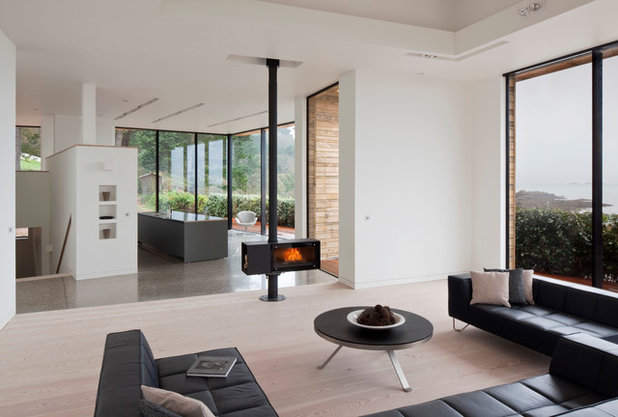 Beach Style Living Room by JAMIE FALLA ARCHITECTURE