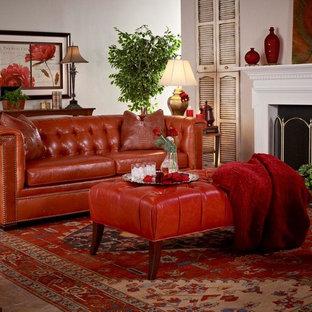 Idee per un soggiorno classico di medie dimensioni con pareti grigie, pavimento in marmo e camino classico