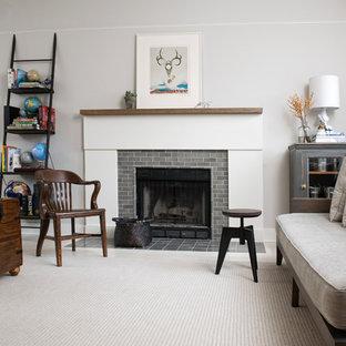 シカゴの中サイズのトラディショナルスタイルのおしゃれなLDK (グレーの壁、カーペット敷き、標準型暖炉、タイルの暖炉まわり、フォーマル、テレビなし、ベージュの床) の写真